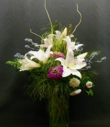 vase-arrang-lilies-grass-zinnia-sea-holly