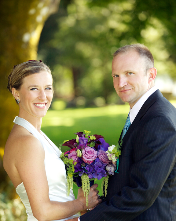 picture of bride and groom with boquet