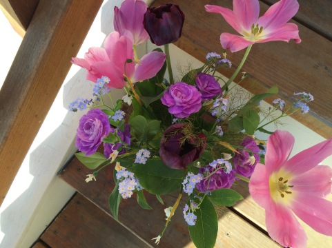 picture of a week old vase arrangement with Forget Me Not.